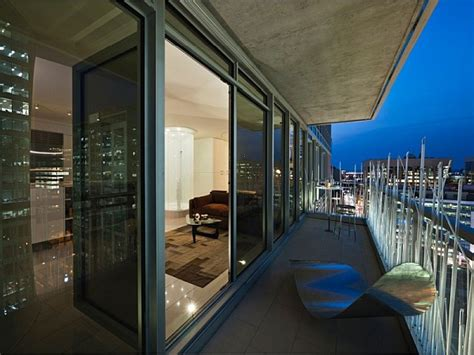 Modern Penthouse Apartment Showcases Smart Usage Of Space