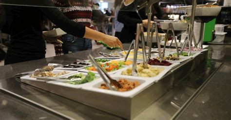 New high school cafeteria features college-style menu