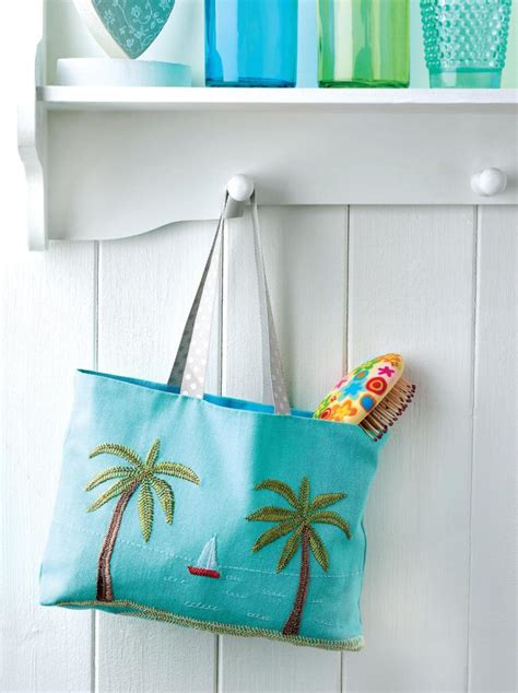 Embroidered beach bag - Free sewing patterns - Sew Magazine