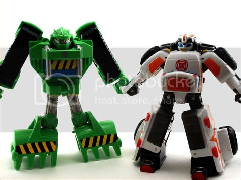 Rescue Bots Medix and Hoist Pictorial Review   TFW2005