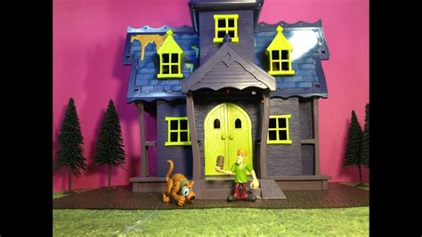 SCOOBY DOO Mystery Mansion Haunted House Toy Parody Video