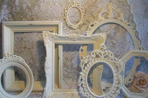 wall decOr with picture frames |